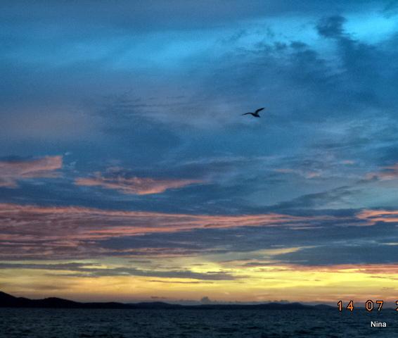 Fotot tog jag en underbar dag i en underbar stad i Kroatien. Zadar heter den. Vi satt och lyssnade till havets musik, bokstavligen. Det var en havsorgel inbyggd i trappan där vi satt, och just då gick solen ner. Alla var hänförda över naturens skönhet.