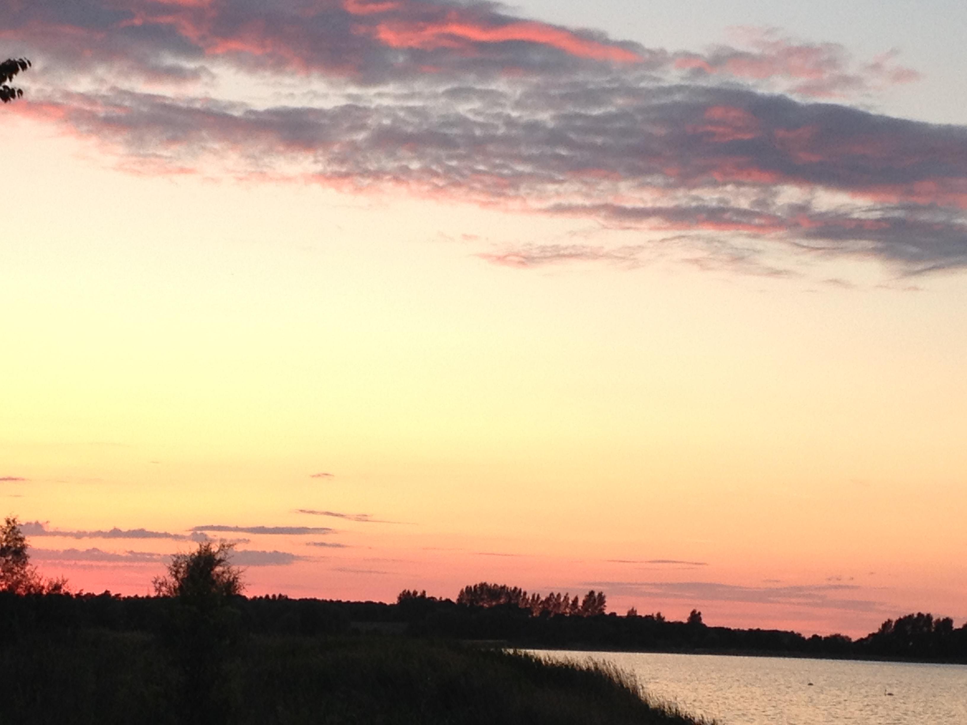 När solen färgar himlen rosa över havet i Tyskland detta året. <3