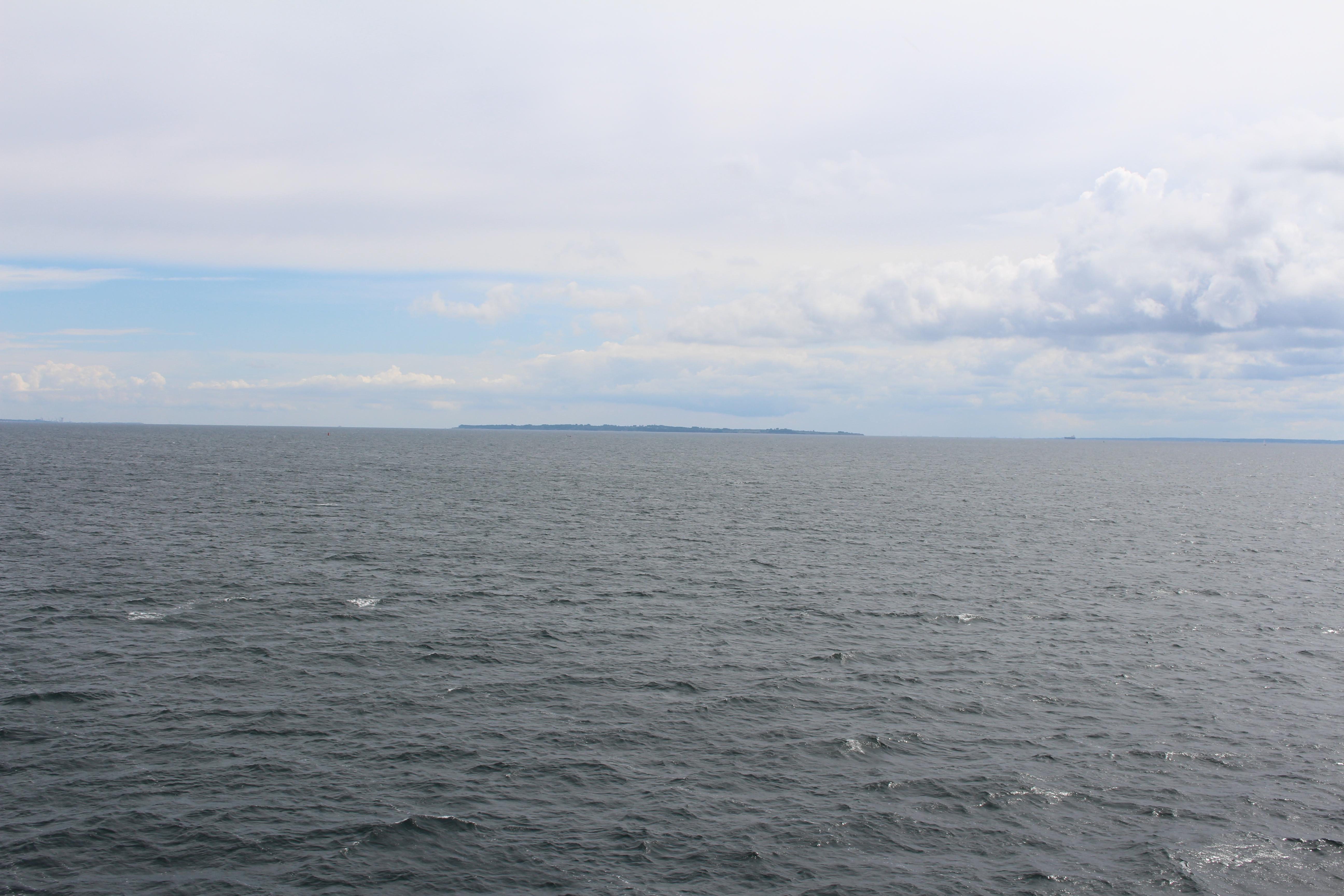 Det är stor skillnad på havet i Danmark och i Kroatien. Här är det grått, men där är det turkosblått.