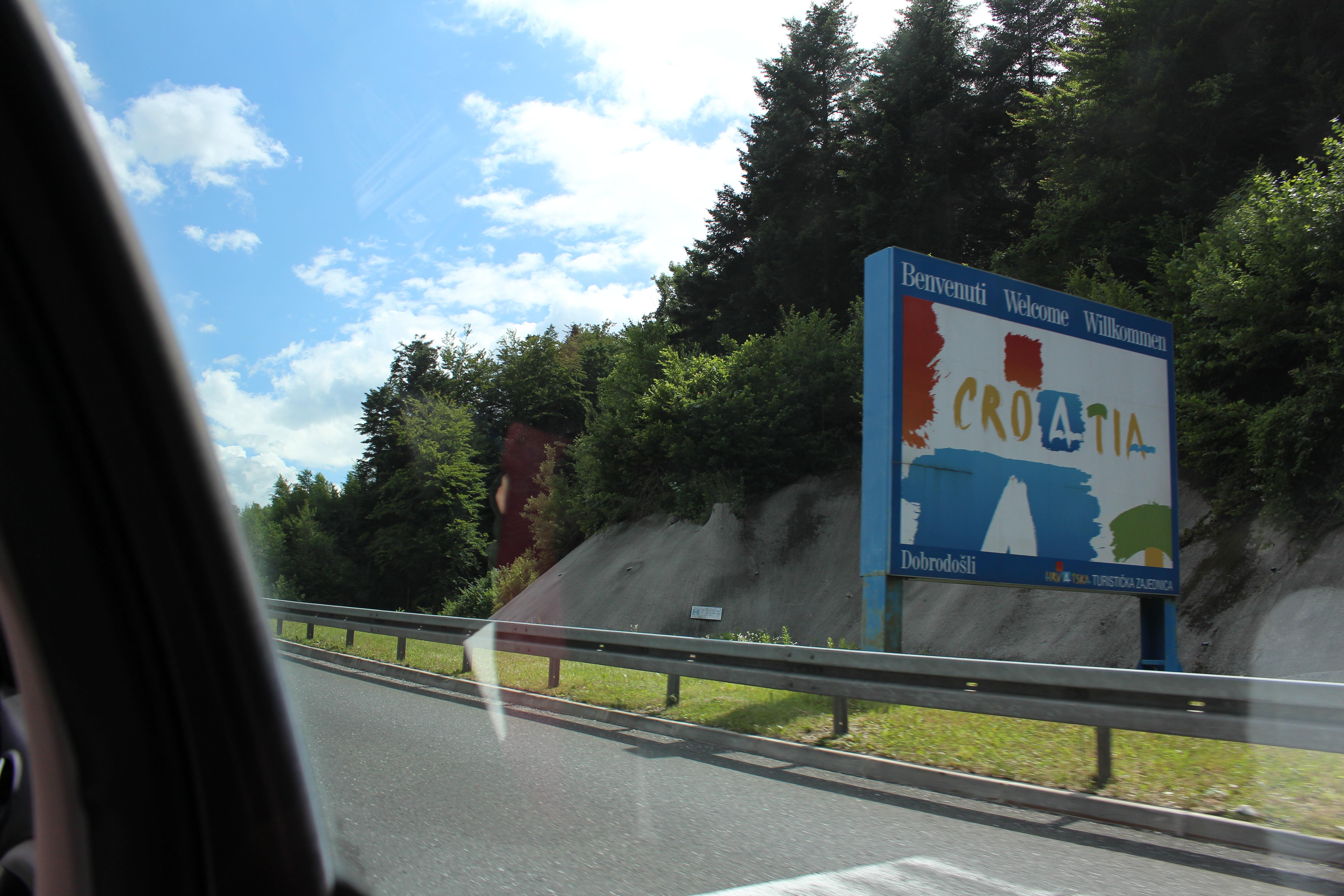 Eu- skylten som talar om att vi kommit till CROATIA/HVRATSKA7KROATIEN! <3